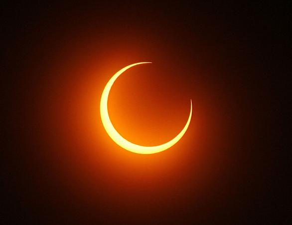 eclipseannulaireindonesielunesoleil.jpg
